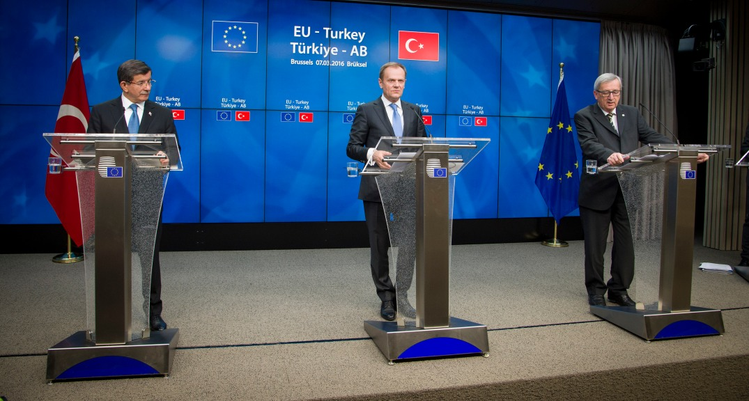 From left to right: Mr Ahmet Davutoglu, Prime Minister of Turkey; Mr Donald Tusk, President of the European Council; Mr Jean-Claude Juncker, President of the European Commission. (Courtesy to European Union)